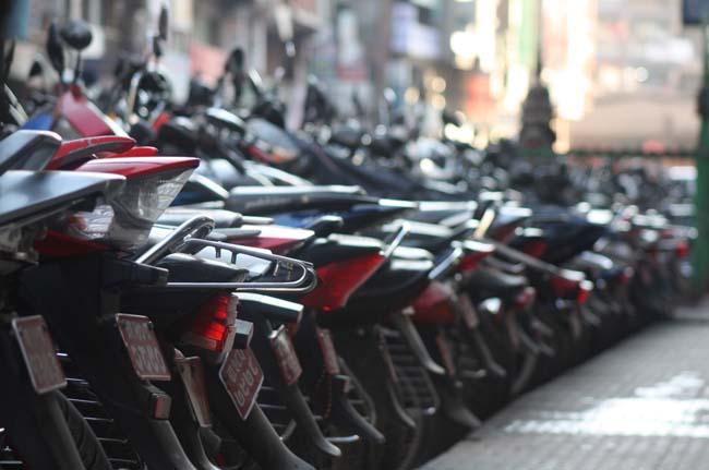 03 Unmanaged Motorcycle Parking in New Road Kathmandu