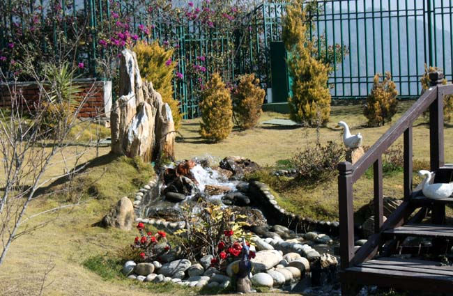 02-Garden-at-White-Gumba