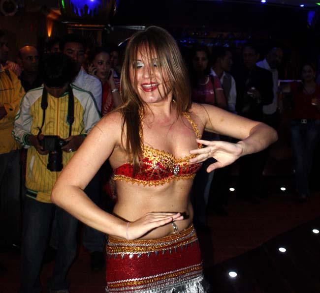 01 Belly dance by Russian lady dancers in Nepal