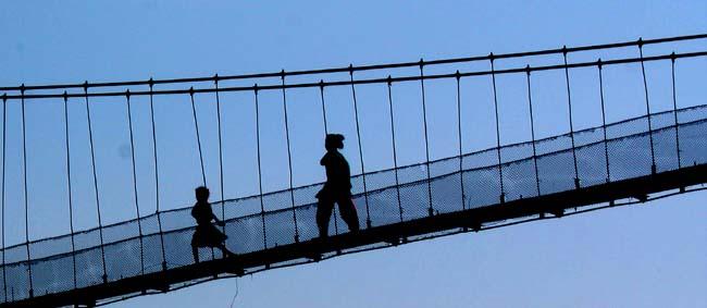 01 People crossing Daraundi Bridge, over Daranundi River in Gorkha
