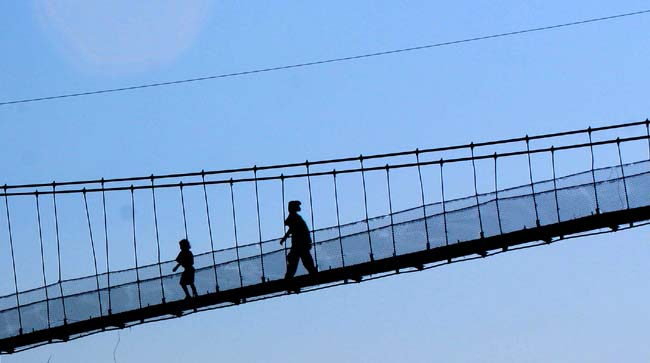 02 People crossing Daraundi Bridge, over Daranundi River in Gorkha