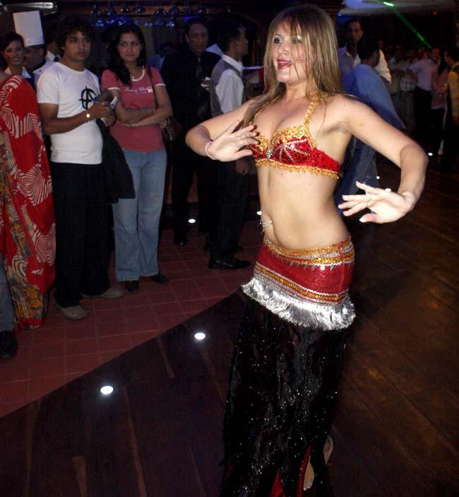 04 Belly dance by Russian lady dancers in Nepal