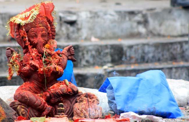 01 statue of God Ganesha, the Hindu god for good luck