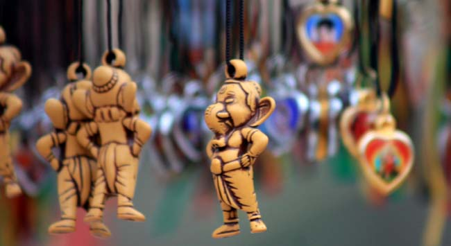 02 necklace with idol of god Ganesh
