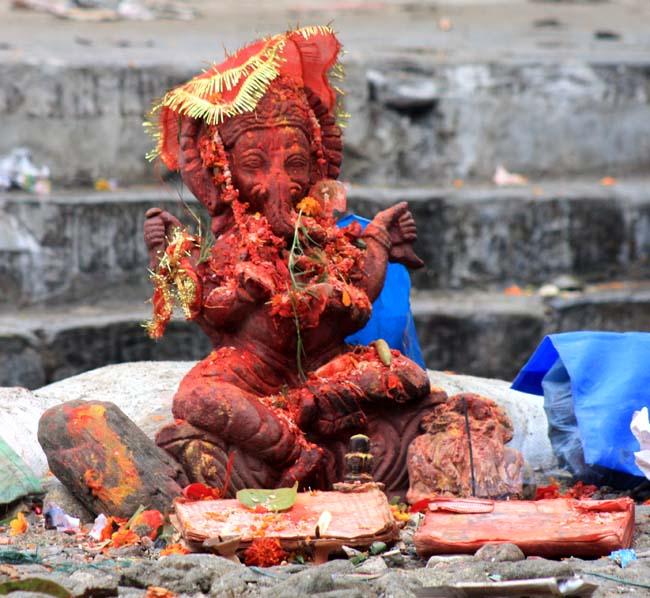 02 statue of God Ganesha, the Hindu god for good luck
