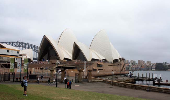 01 Sydney Opera House multi-venue performing arts centre in Sydney, New South Wales, Australia