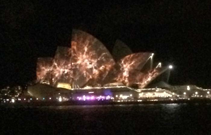 03 Opera House in different color during vivid light festival 2014 in Sydney Australia